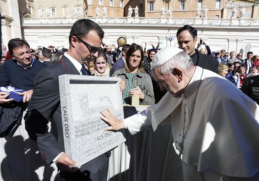 Bendición del Papa de la primera piedra